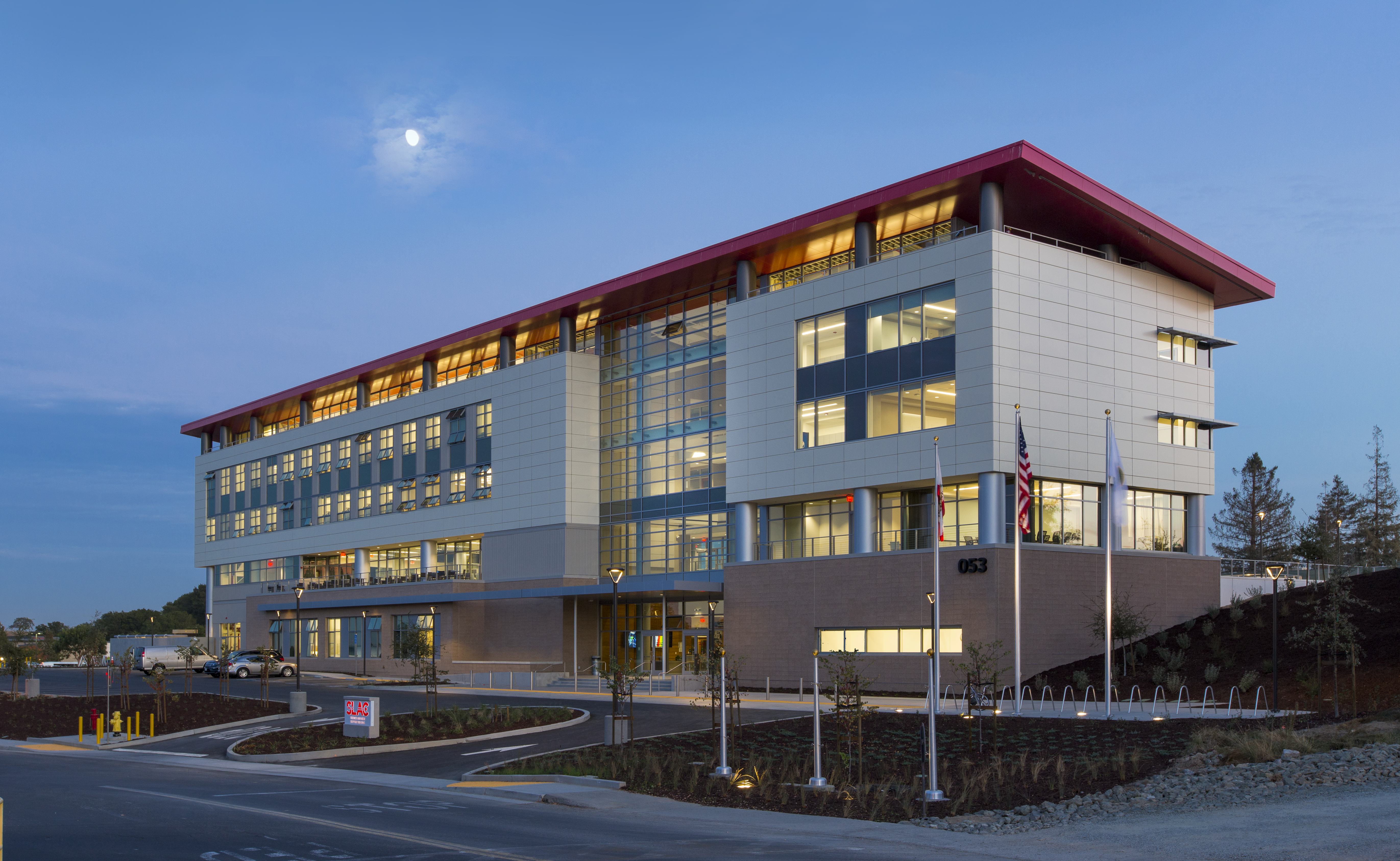 Image of SLAC Science & User Support Building